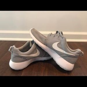 Nike Roshe One Grey/White Size 8